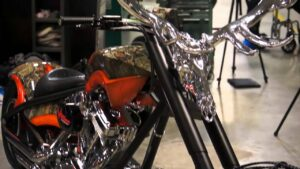 Read more about the article Easton's Full Metal Jacket on an Orange County Chopper Bike – YouTube